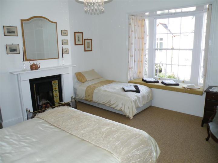 Tea Tree Cottage fam bed1 (Large)