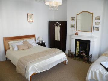 Tea Tree cottage fam bed2 (Large)