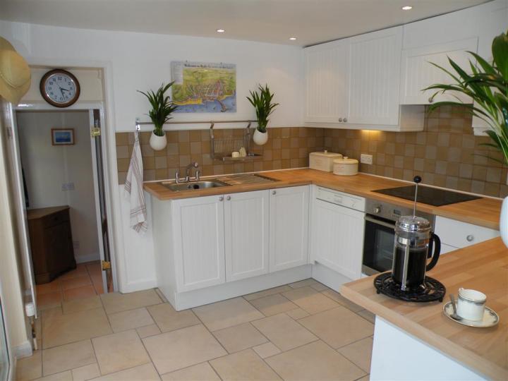Tea Tree Cottage kitchen (Large)